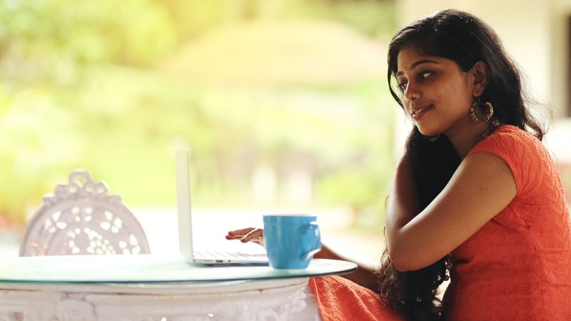 india-online-index-young-girl-using-laptop.jpg